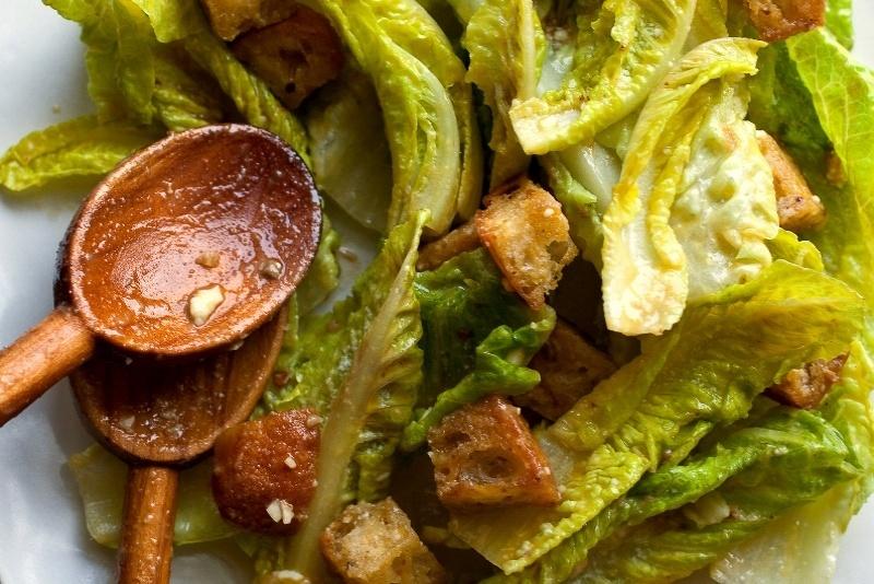 Как сделал салат Цезарь Кардини