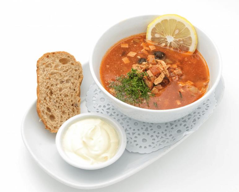 Мясная сборная солянка - классический русский суп