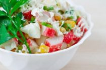 Крабовый салат: рецепт классический