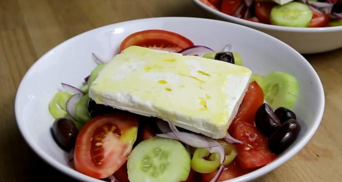 Сыр фета уже в салате