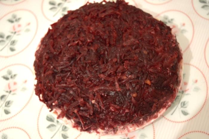 Свекла в салате Селёдка под шубой классический рецепт с фото: пятый слой.