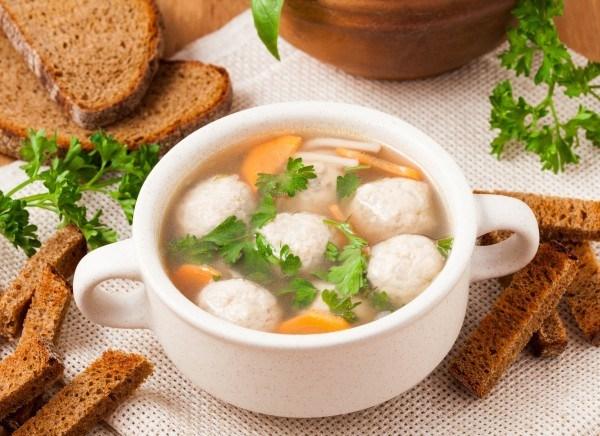 Суп с фрикадельками и с петрушкой