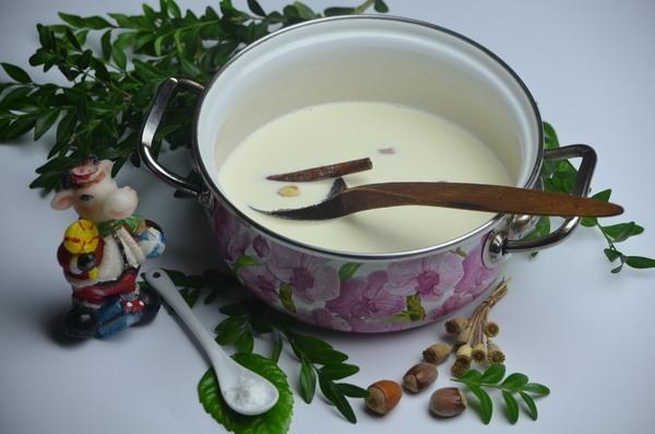 В кастрюлю добавляют ваниль