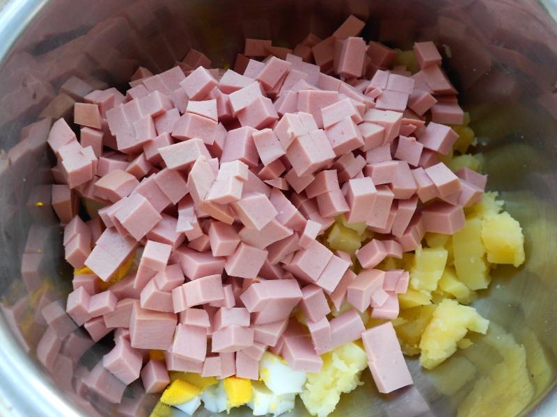 Колбасу для окрошки надо подбирать тщательно