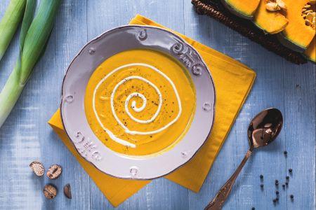 Тыквенный суп-пюре с украшением сливками